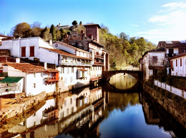 Life st jean pied de port the home of the espadrille - How to get to saint jean pied de port ...